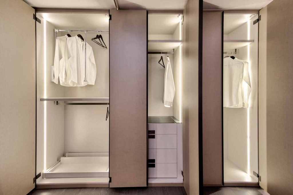 Linear Wood Fitted Wardrobe With Long Profiles Linen Effect